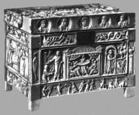 Реликварий. Слоновая кость, высокорельефная резьба. 4 в. Музей христианской эпохи. Бреша.